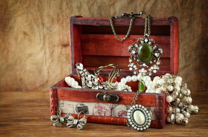 תכשיטים עתיקים מאנגליה
